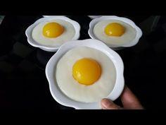 Kolay tatlı tarifleri içinde en gösterişli tariflerden birisi olan çırpılmayan yumurta sarısı tatlısını deneyenler bir daha vazgeçemeyecek. Sadece 5 Food And Drink, Eggs, Breakfast, Videos, Youtube, Morning Coffee, Egg, Youtubers, Egg As Food