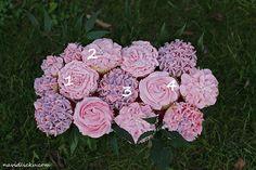 Květinové cupcakes jsem na Pinterestu obdivovala už hodně dlouho, vůbec těch možností, jak ozdobit cupcake krémem, je nepočítaně. Zdobící...