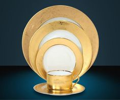 Since Philippe Deshoulieres has designed high-end formal dinnerware patterns from the heart of France's porcelain mecca, Limoges. This gold-finished pattern is appropriately named Carat. Beautiful Table Settings, China Sets, China Patterns, Mellow Yellow, China Dinnerware, Fine China, Plate Sets, Teacups, Fine Dining