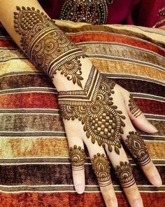 Gorgeous Indian mehndi designs for hands this wedding season - TAttoos/Hena - Henna Designs Hand Indian Henna Designs, Latest Bridal Mehndi Designs, Back Hand Mehndi Designs, Mehndi Designs 2018, Mehndi Designs For Girls, Mehndi Design Photos, Unique Mehndi Designs, Wedding Mehndi Designs, Dulhan Mehndi Designs