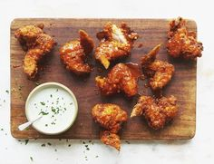 15 Amazing Chicken Wing Recipes and Dipping Sauces buffalo chicken wings Spicy Baked Chicken, Baked Chicken Wings, Yum Yum Chicken, Keto Chicken, Creamy Chicken, Rotisserie Chicken, Fried Chicken, Chinese Chicken Recipes, Low Carb Chicken Recipes