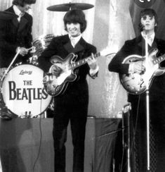 The Beatles Live, Beatles Photos, George Harrison, Cool Hairstyles, Concert, Fancy Hairstyles, Concerts