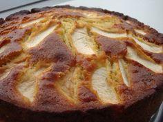 Æblekage med appelsin, mandler og marcipan. godt samspil mellem det søde og det syrlige og det bløde og det knasede.