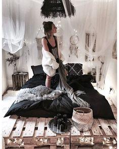 "4,704 Likes, 92 Comments - Justine Mb (@justine_mb) on Instagram: ""Black bed w/ @laredoute plus sur noeudsjustine #noeudsjustinehome"""
