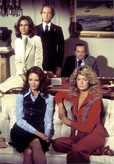spiritofautumnpast: A scene from the 1976 Pilot Episode of Charlie's Angels - Kelly, Jill, Sabrina, Bosley… and Woodville, a character who was written out after this pilot episode. Tommy Lee Jones also made a guest appearance in the movie.