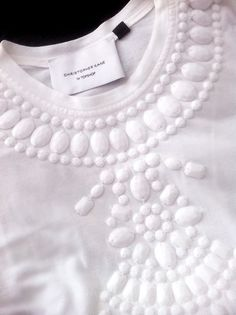 White on white Christopher kane Scottish Fashion, Dress Making Patterns, Pattern Cutting, Parisian Chic, Christopher Kane, Fabric Manipulation, Fashion Details, Dressmaking, Pretty Outfits