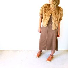 Smits Studio - kleed bruin Women's Dresses, Midi Skirt, Fur Coat, Elegant, Studio, Skirts, Jackets, Fashion, Dapper Gentleman