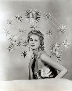 Fotobibliothek This photograph is part of a set of prints from the studio of New York celebrity milliner, Mr John, many of whose hats were as remarkable for their construction as for their creativity. Starry Halo, photographed c. Carmen Dell'orefice, Retro Mode, Mode Vintage, Vintage Space, Vintage Photography, Fashion Photography, Hair Photography, Jewelry Photography, Vintage Beauty