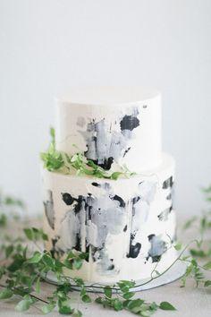 Wedding Cake | Brushstrokes | Greenery | Blue and Grey Tones | Bridal Style Inspiration | HOORAY! Mag