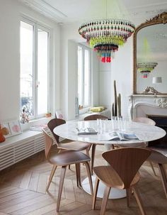 Gather everyone you love around your table in the dining room and make them feel like they are in the most beautiful place ever! Home Decor ideas has the best tips for you to create a luxurious and modern dining room. Dining Room Inspiration, Interior Inspiration, Mesa Tulip, Decoracion Vintage Chic, Interior Decorating, Interior Design, Decorating Ideas, Decor Ideas, Lamp Ideas
