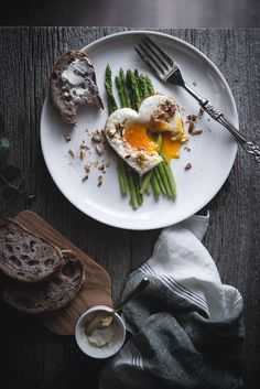 Roasted Asparagus with Fried Egg. by Miki Fujii on 500px  Beautiful breakfast!   #breakfast #foods #photography