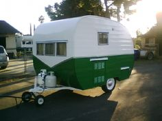 10 Best Teardrop Trailers You Need To See - Camper Life Vintage Campers Trailers, Retro Campers, Vintage Caravans, Camper Trailers, Classic Campers, Camper Caravan, Camper Life, Caravan Shop, Retro Caravan