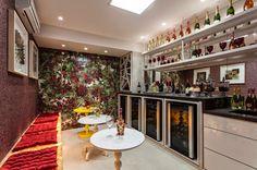 Adegas na decoração – veja ambientes lindos com essa tendência   dicas! Veja muito mais fotos, dicas e informações técnicas dessa adega em Decor Salteado! É só clicar na imagem! ; - )