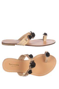 Venda Torrente Jeans / 8059 / Sandálias / Socas e Chinelos de Dedo / Sandálias Bege e Preto. De 110€ por 29€.