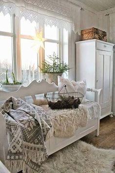full of beautiful decorating and creativeness to inspire and delight anyone who embraces shabby, vintage, cottage, farmhouse and romantic living. Cottage Shabby Chic, Shabby Chic Style, Shabby Chic Decor, Cottage Style, Country Decor, Farmhouse Decor, Farmhouse Bench, White Farmhouse, Swedish Decor