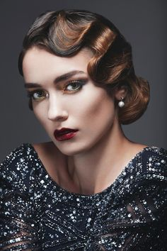 Retro Hairstyles From flapper bobs to beehives, vintage hairstyles look just as remarkable now as they did back then. Here are the most significant retro styles to note. 30s Hairstyles, Wedding Hairstyles, Short Vintage Hairstyles, 1920s Hair Short, Maquillage Goth, Medium Hair Styles, Short Hair Styles, Pin Up Retro, Retro Updo
