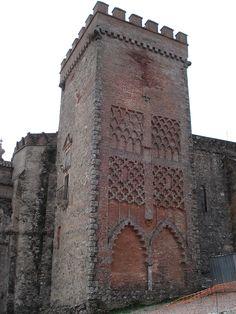 Os invitamos a pasear por el Castillo de Aracena. #historia #turismo  http://www.rutasconhistoria.es/loc/castillo-de-aracena