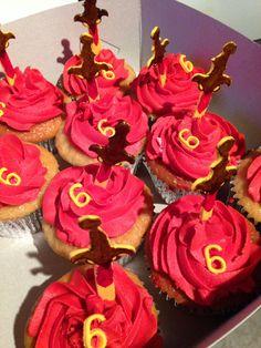 Thomas van raveleijn. Cupcakes Cupcakes, Party Ideas, Desserts, Food, Carnival, Tailgate Desserts, Cupcake Cakes, Deserts, Essen