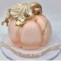 Baby Shower Deco, Baby Shower Fall, Baby Shower Cakes, Vegas Cake, Teen Girl Birthday, 2nd Birthday, Birthday Ideas, Pumpkin 1st Birthdays, Couture Cakes
