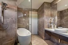 modernes wohnhaus bad design fliesen steinoptik badewanne