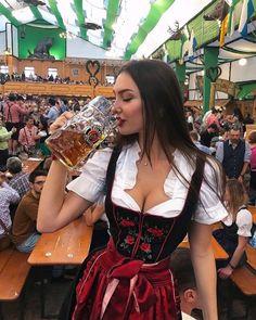 Octoberfest Girls, Oktoberfest Beer, German Beer Festival, October Festival, Beer Maid, Amy, Beer Girl, German Women, Elegantes Outfit
