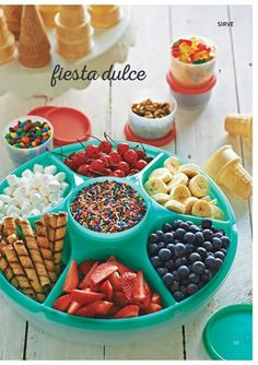 40 Awesome Ice Cream Party Ideas Planning an ice cream party? You need to see this list of over 40 awesome ice cream party ideas! From serving hacks to DIY decorations to creative treats and more, these are the best ice cream part… Taco Party, Snacks Für Party, Party Candy, Ice Cream Party, Ice Cream Social, Best Ice Cream, Icecream Bar, Cookies Et Biscuits, Perfect Party
