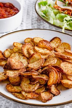 Actifry Potato Crisps Recipe | Garlic & Paprika | Hint Of Helen Helen Recipe, Humble Potato, Actifry Recipes, Potato Crisps, Easy Potato Recipes, Chicken Bites, Crisp Recipe, My Favorite Food, Garlic
