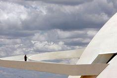 Un edificio espectacular diseñado por Oscar Niemeyer en Canoas, Brazil |