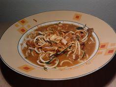 Am Abend kombinierte Rebekka zwei Gerichte aus Vegan for Fit: Zucchini-Nudeln mit dem Ketchup der Kürbis-Pommes!