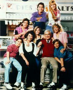 """La sit-com """"Charles In Charge"""" (programmata in Italia col titolo """"Baby Sitter"""") conobbe in realtà due diverse vite. La prima volta andò in onda tra il 1984 ed il 1985, la seconda tra il 1987 ed il 1990."""