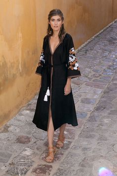Greek fashion designers like ancient Kallos looked to the motherland for fashion inspiration Greek Inspired Fashion, Greek Fashion, Women's Summer Fashion, Holiday Fashion, Holiday Outfits, Greece Outfit, Greek Clothing, Resort Wear, Corfu