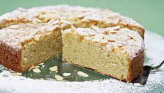 An elegant cake recipe that's perfect for a spring brunch or an Easter feast: irresistibly crumbly and packed with the exquisite flavor of almond essence. Cake Receipe, Box Cake Recipes, Bakery Recipes, No Bake Desserts, Just Desserts, Cupcake Decorating Tips, Desserts Ostern, Easter Desserts, New Year's Cake