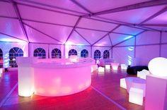 Die leuchtende Bar. Mit der Chulo LED-Leuchtbar schaffen Sie unvergessliche Party-Ambiente. S&G: LED-Leuchten, Außenbeleuchtung, Wellness-Licht.