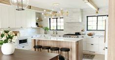 Zen Kitchen, Two Tone Kitchen, Functional Kitchen, Kitchen Design, Kitchen Tile, Country Kitchen, Kitchen Island, Layout Design, E Design