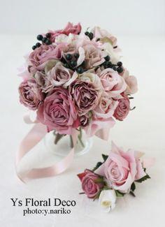 くすみピンクと黒い実もののクラッチブーケ アーティフィシャルフラワー @キャメロットヒルズ ys floral deco