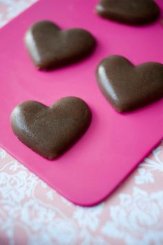 Raw liqourice harts. Nyd Dig Sund - Raw Snacks. Foto Camilla Hey