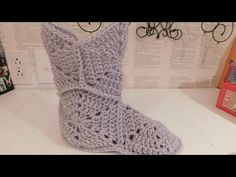 How to crochet MINION BOOTIES / MINION SLIPPERS ♥ CROCHET LOVERS - YouTube
