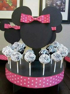 Minnie Mouse Inspired Cake Pop Stand, this could be very simple to make! just card stock, ribbon and a cake pop stand Theme Mickey, Minnie Y Mickey Mouse, Minnie Mouse Baby Shower, Mickey Mouse Clubhouse Birthday, Mickey Mouse Parties, Mickey Party, Mickey Mouse Birthday, Minnie Mouse Party Decorations, Cake Pop Stands