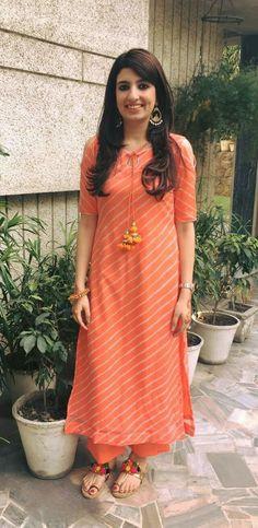 Indian Bollywood pakistani kurta dress With Plazzo Flared Top Tunic Set blouse Salwar Designs, Kurti Neck Designs, Kurta Designs Women, Kurti Designs Party Wear, Blouse Designs, Dress Designs, Party Wear Kurtis, Dress Indian Style, Indian Fashion Dresses