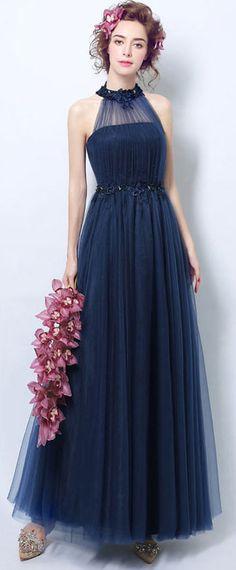 Robe de soirée bleu longue encolure illusion en tulle