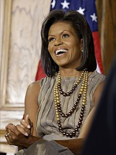 Michelle Obama biography and accomplishments - 10 black women whove changed history: famous black women Michelle Obama Biography, Michelle Obama Flotus, Michelle Obama Fashion, Barack And Michelle, Presidente Obama, Barack Obama Family, American First Ladies, First Black President, By Any Means Necessary