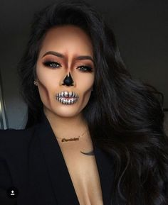 These Halloween make-up that can be made with makeup .- These Halloween make-up that can be achieved with makeup that we already have - Cute Halloween Makeup, Halloween Makeup Looks, Halloween Outfits, Halloween Halloween, Sugar Skull Halloween, Halloween Inspo, Halloween Recipe, Playlist Halloween, All Black Halloween Costume