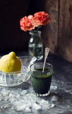 Spirulina är en blågrön alg som är rik på klorofyll, vitaminer och protein. Spirulinaalgen är immunstärkande, verkar inflammationsdämpande, skyddar kroppens celler, balanserar hormonerna och...