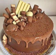 Chocolate and strawberry birthday cake - Chocolate and strawberry birthday cake Chocolate Cake Designs, Chocolate Drip Cake, Chocolate Cream Cheese, Chocolate Desserts, Bolo Chocolate, Delicious Chocolate, Chocolate Lovers, Candy Cakes, Cupcake Cakes