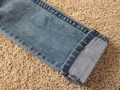 do it yourself divas: DIY: Hem Jeans Fast & Easy. Hemming jeans leaving the original hem on! Sewing Hacks, Sewing Tutorials, Sewing Crafts, Sewing Projects, Sewing Patterns, Sewing Tips, Diy Crafts, Diy Clothing, Sewing Clothes