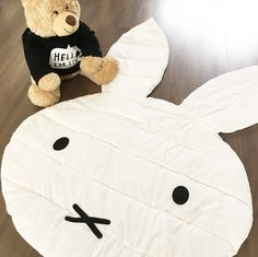 NIJNTJE SPEELKLEED Baby E, Baby Kids, Kids Play Area, Kids Room, Sewing For Kids, Diy For Kids, Bunny Room, Monochrome Nursery, Cute Diys