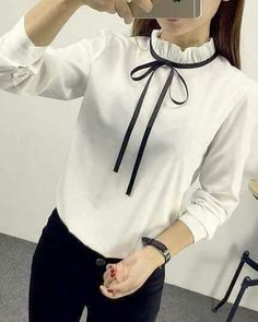 Ad a contrasting ribbon to your favorite white blouse for the hottest trend! Cute Blouses, Shirt Blouses, Blouses For Women, Shirts, Blouse Styles, Blouse Designs, Look Office, Formal Tops, Mode Hijab