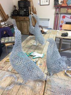 Chicken Wire Art, Chicken Wire Sculpture, Chicken Wire Crafts, Wire Art Sculpture, Unusual Garden Ornaments, Chris Moss, Outdoor Crafts, Iron Art, Clay Design