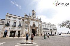 Arco da Vila fica ao lado do posto de turismo do Algarve, Faro, Portugal  Foto: Priscila Roque/ Cultuga