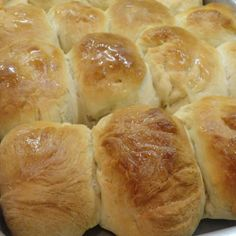 These homemade rolls are a recipe that will back memories of childhood. It's a basic, old-fashioned yeast roll recipe that you don't want to miss out on! Homemade Dinner Rolls, Dinner Rolls Recipe, Roll Recipe, Homemade Breads, Yeast Rolls, Bread Rolls, Bread Recipes, Cooking Recipes, Yummy Recipes